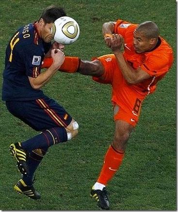 nigel de long kung fu tackle kick on xabi alonso world cup finals